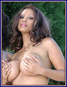Mature black moms flashes body